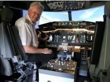 BOEING 737 JET FLIGHT SIMULATOR EXPERIENCE FOR COUPLES IN DEVON